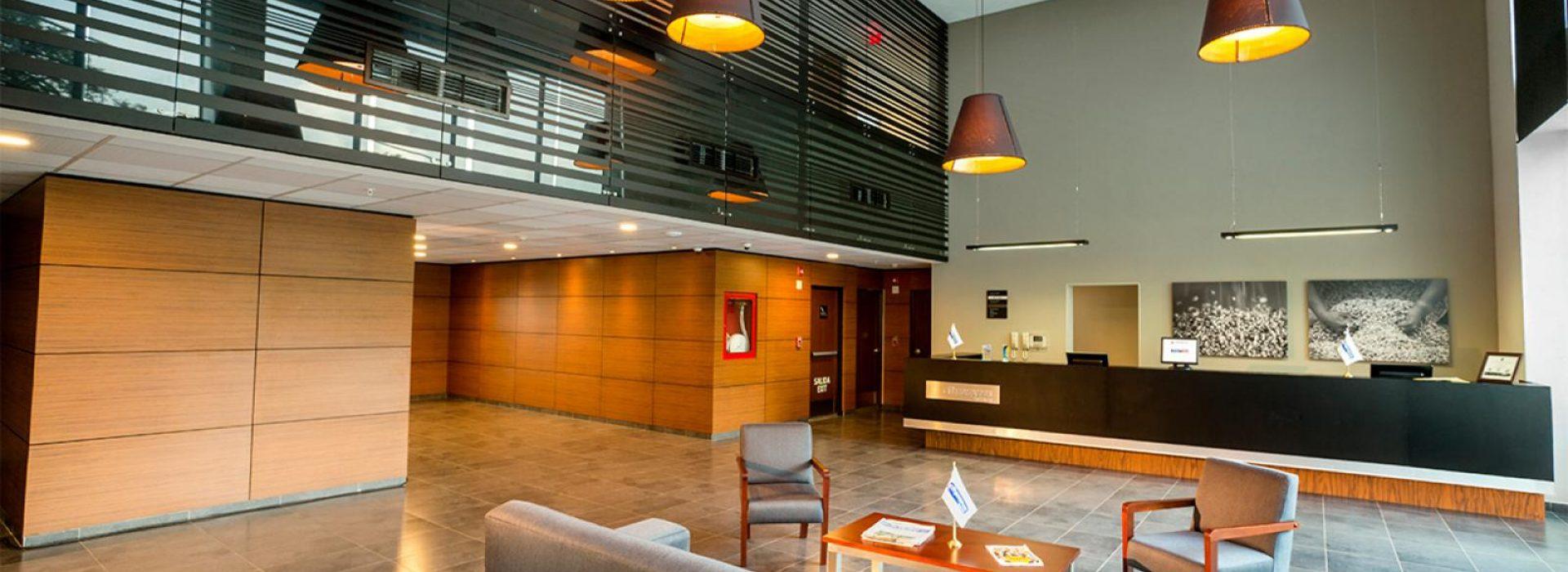 hotel-cali-colombia-city-express-plus-recepcion-lobby